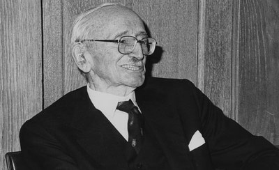 Friedrich_August_von_Hayek_27th_January_1981_the_50th_Anniversary_of_his_first_lecture_at_LSE_1981.jpg