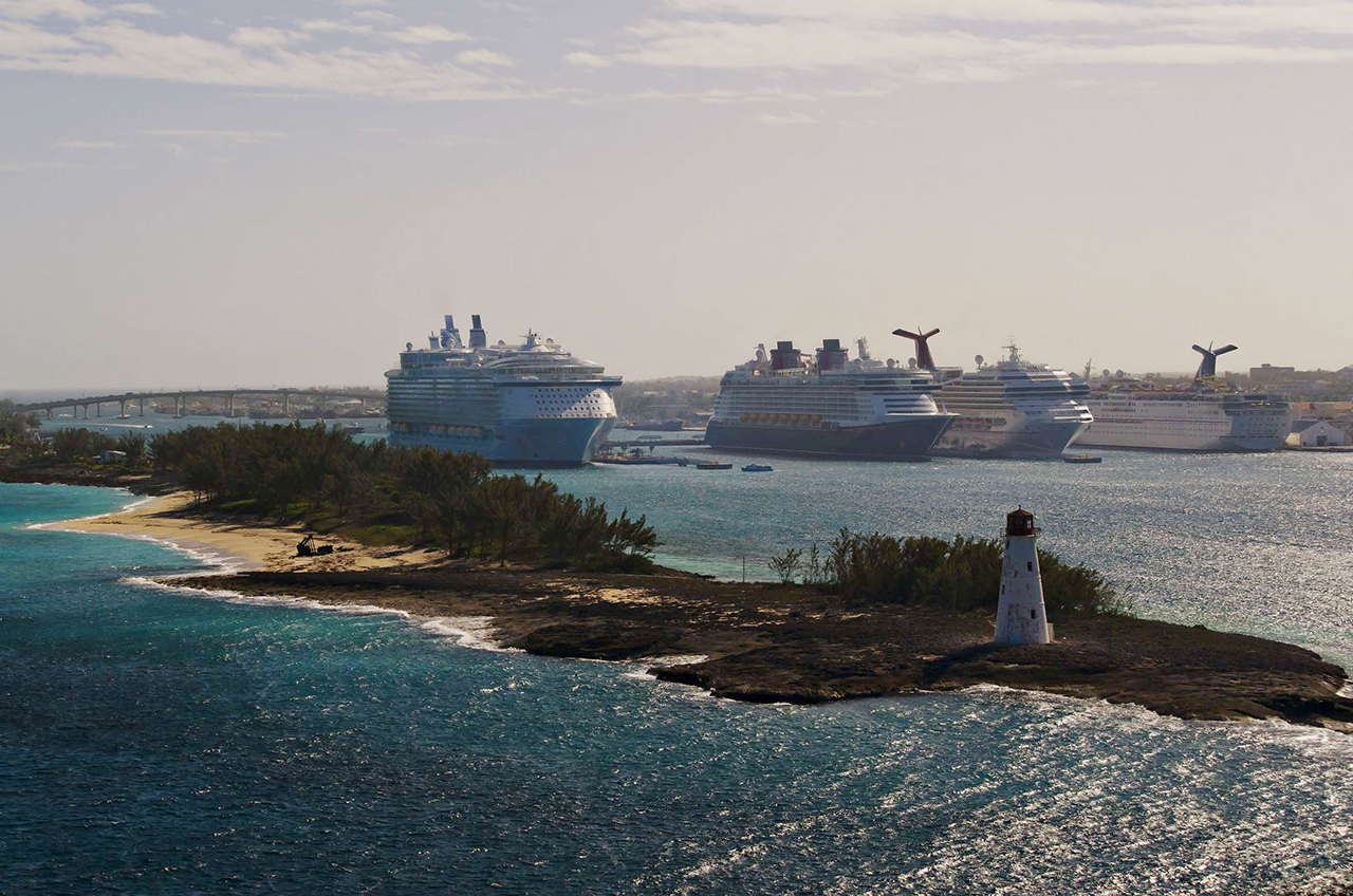 Cruise_ships_docked_in_Nassau_Harbor.jpg