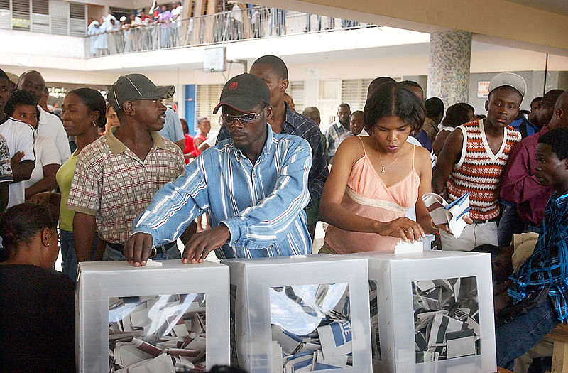 800px-Haitians_voting_in_the_2006_elections.jpeg