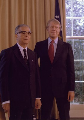 Jimmy_Carter_with_Joaqin_Balaguar_President_of_the_Dominican_Republic__NARA__176137.tif