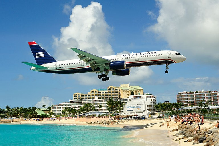 800pxPrincess_juliana_international_airport_approach.jpg
