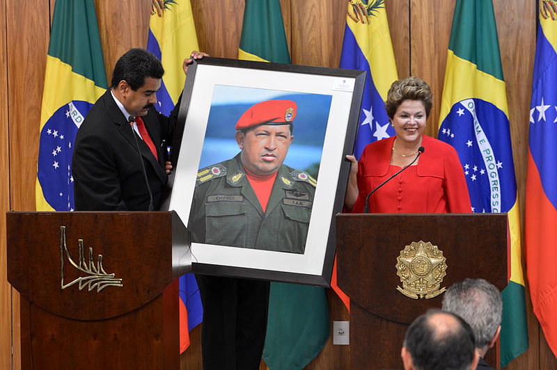 Dilma_Rousseff_receiving_a_Hugo_Chávez_picture_from_Nicolás_Maduro.jpg